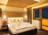 Komfort Suite (Schlafzimmer) - Alpinhotel Berghaus GmbH Tux/Hintertux
