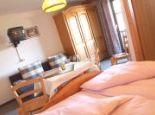 Doppelzimmer mit Doppbett, Du/Wc, Sitzecke und Balkon - der VEITENHOF- BIO-Hotel & Bauernhof Umhausen - Niederthai