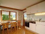 """Helle, gemütliche, komplett ausgestattete Wohnküche der Ferienwohnung """"Wohnung Typ 1"""" für 2-4 Personen. - Appartements Margret Schoppernau"""