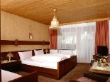 Doppel- bzw. Dreibettzimmer mit (Couch), Vorraum, Dusche/WC, Balkon und SAT-TV - Gaestehaus Vergißmeinnicht Nauders