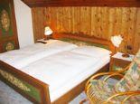 Ferienwohnung 4 - Schlafzimmer - Andrea & Johannes Lindenbauer - Pension Steinbach am Attersee