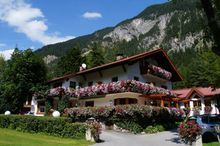 Gästehaus Almrausch, Ferienanlage m. Pool u.Garten