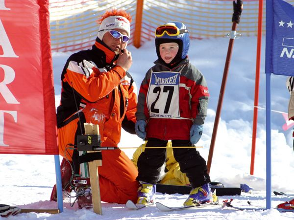 Children have fun at the weekly ski race and Wild West Day. - Nauders Tirol