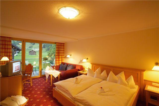 den bergen au doppelzimmer romantik mit kachelofen das schiff in den. Black Bedroom Furniture Sets. Home Design Ideas