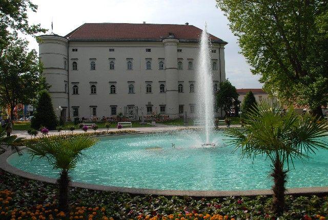 Schloss Porcia mit Springbrunnen - Spittal a.D. Kaernten